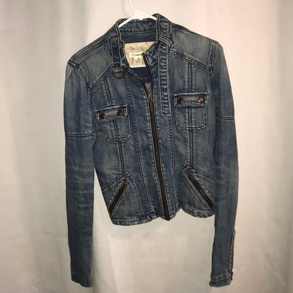 Abercrombie & Fitch Jackets & Blazers - Abercrombie and Fitch jeans jacket size medium